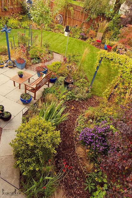 leavesnbloom garden in October 2013